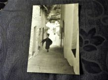 GLOSS POSTCARD ANDALUCIA EDICIONES 119 JAVIER ANDRADA B+W PHOTO OLD LADY UPHILL